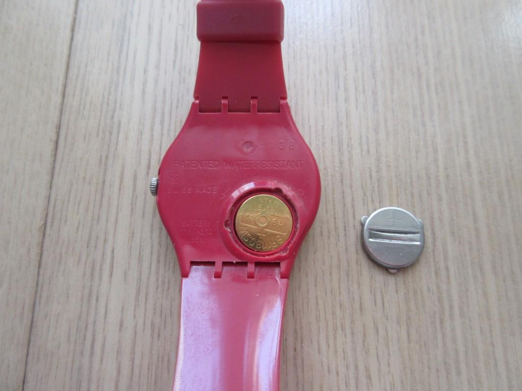 swatchの電池ふたが開いた状態