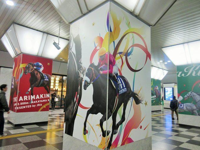 大阪駅の有馬記念ポスター