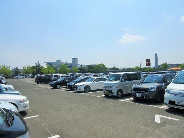 京都競馬場の駐車場